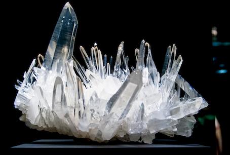 Bergkristall - Hübsch anzusehen & angeblich wirksam gegen schädliche Strahlen, Kopfschmerzen & Krampfadern