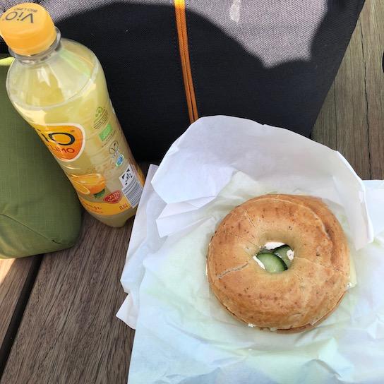 Gibt Kraft: Schinken+Käse Bagel und Orangen-Limo